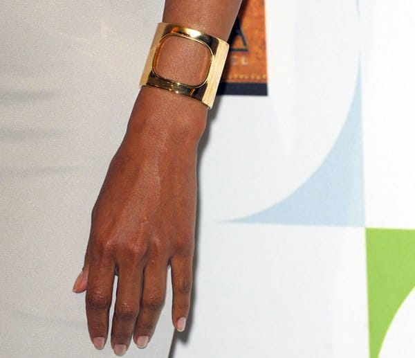 Halle Berry shows off her gold cuff bracelet