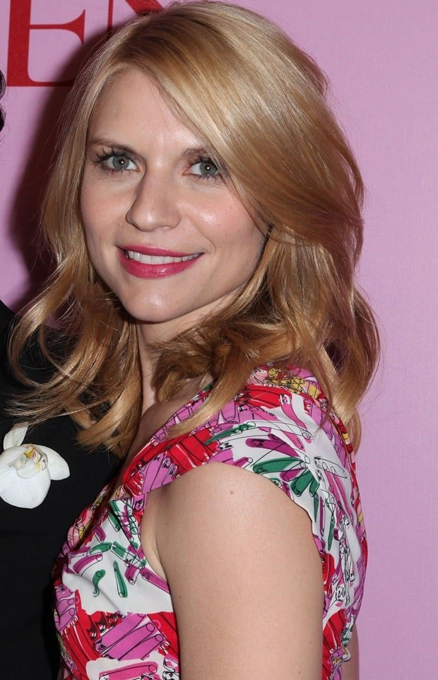 Claire Danes' dress did wonders to her pale skin and strawberry blonde hair