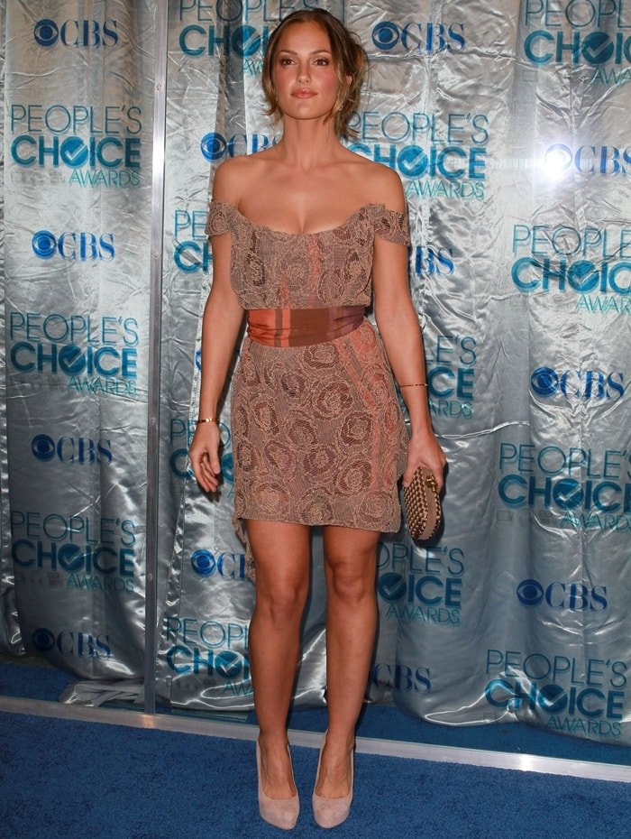 Minka Kelly flaunts her long legs at the 2011 People's Choice Awards