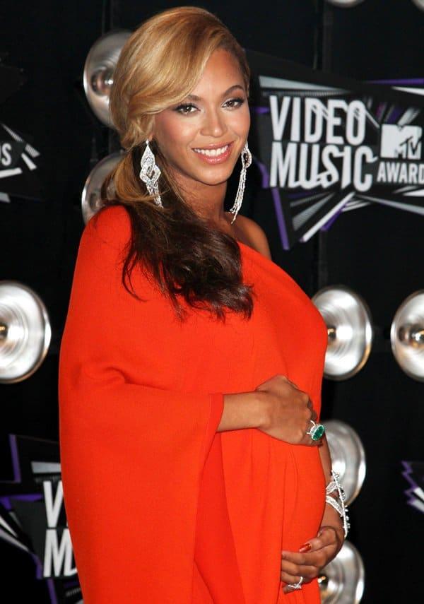 Beyonce accessorized withglittery Lorraine Schwartz jewelry