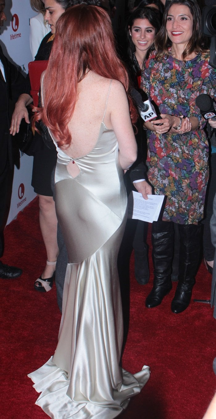 Lindsay Lohan's dress featuresa really low and revealing back