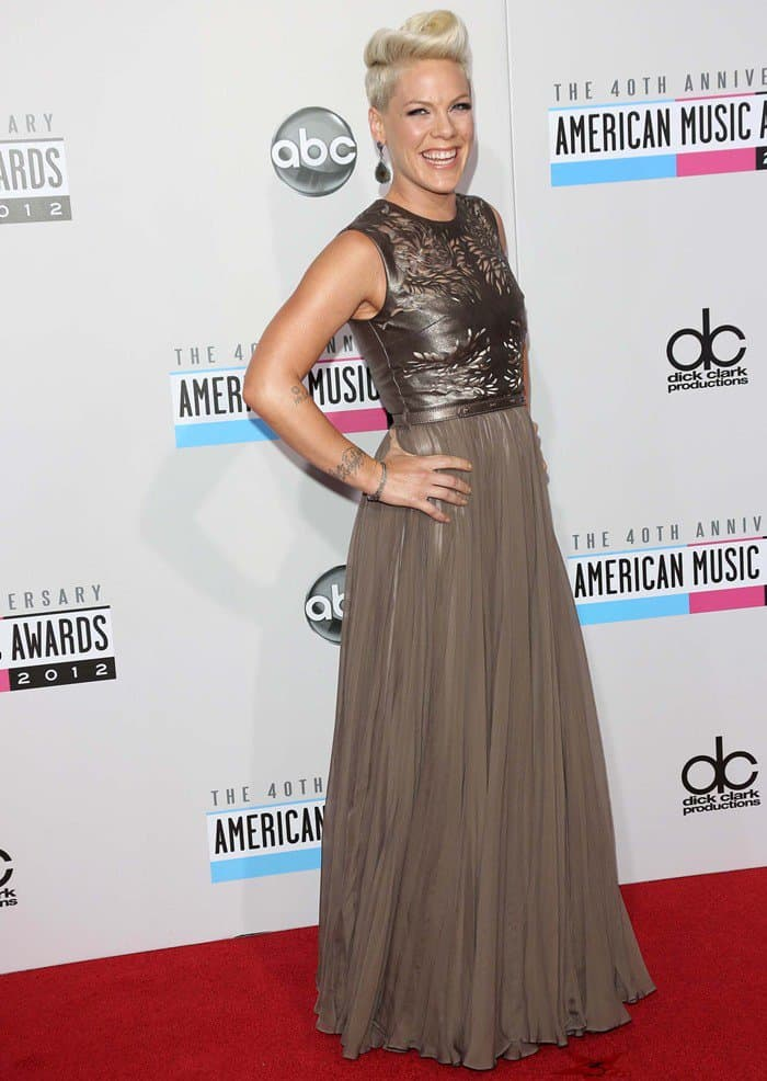 Pink was on-trend at the 2012 AMAs with the sparkly, shimmery, shiny look of this light bronze-tone gown with a cutout metallic leather shell top