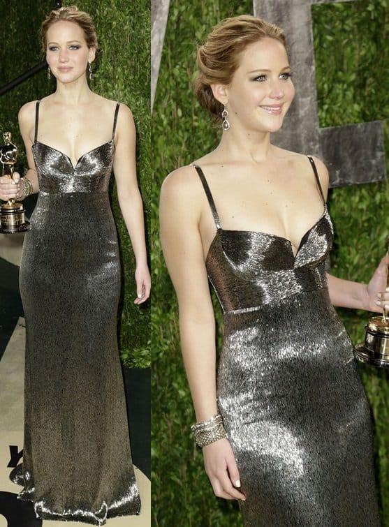 Jennifer Lawrence arrives at the 2013 Vanity Fair Oscar Party
