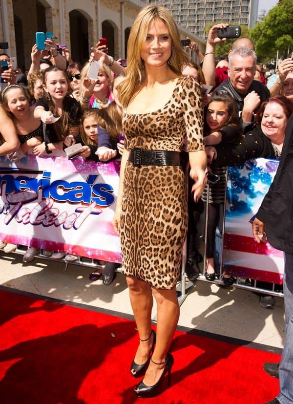 Heidi Klum Wears Leopard-Print Dolce  Gabbana Dress-5148