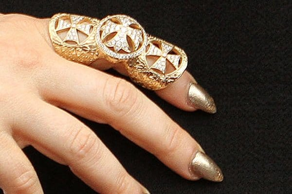 Fergie shows off her statement rings