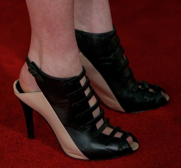 Julianne Moore in smooth nappa leather peep toe wedges by Narciso Rodriguez