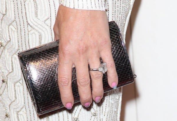 Kate Hudson carrying a black Jimmy Choo 'Carmen' clutch