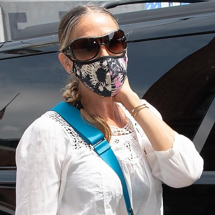 Sarah Jessica Parker wears a reusable unisex tie dye face mask from Masqd