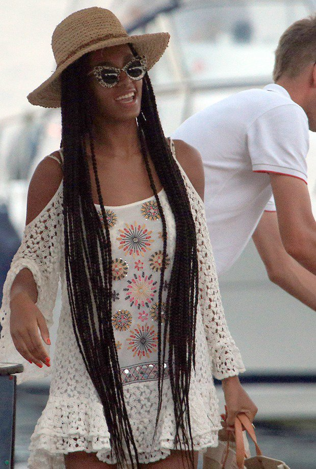 Is Solange Knowles' crochet dress the perfect cover-up or what?