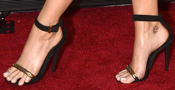 Katy Perry's feet in gold-and-black-toned heels by Celine
