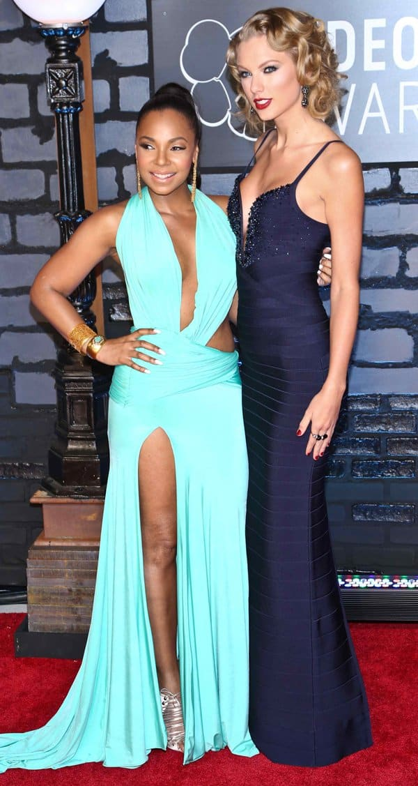 Ashanti and Taylor Swift attend the 2013 MTV Video Music Awards