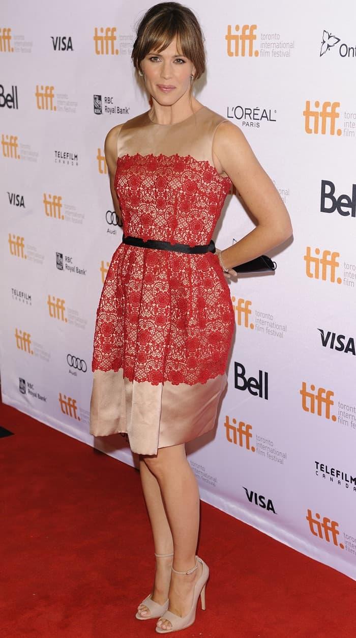 Rachel Zoe always makes sure that Jennifer Garner wears flattering dresses that make her look sophisticated