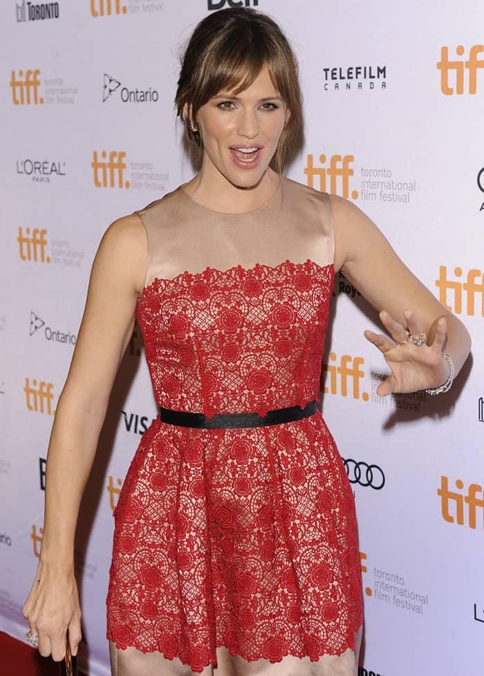 Jennifer Garner wearing a sleeveless Dolce & Gabbana full lace combo dress