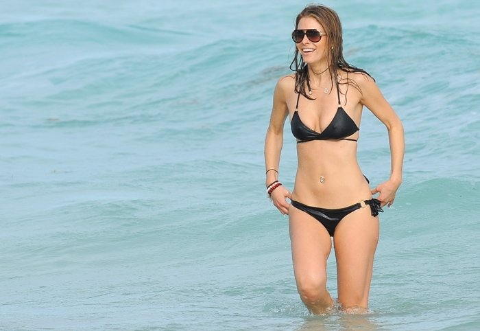 Maria Menounos swims in the ocean at the Fontainebleau Miami Beach Miami