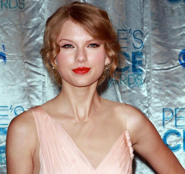 Taylor Swift styled her peach J. Mendel dress with Neil Lane jewelry