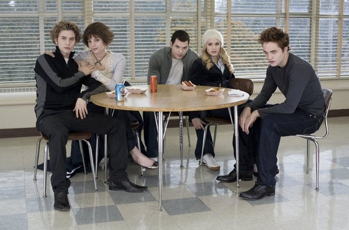 Ashley Greene with her co-stars Jackson Rathbone, Kellan Lutz, Nikki Reed, and Robert Pattinson in Twilight (2008)