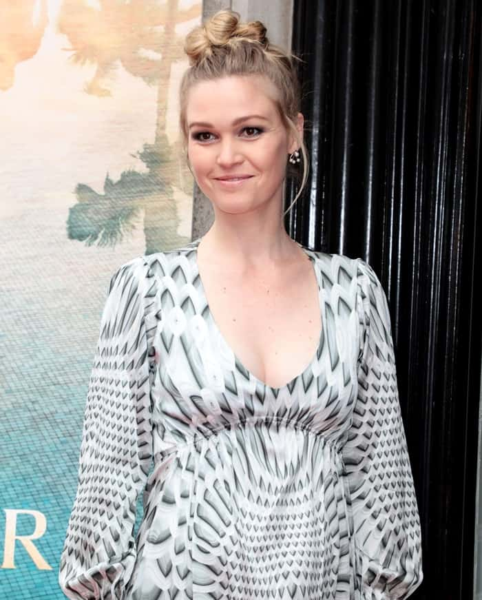 """Julia Stiles cradled her growing belly at the """"Riviera"""" Launch event"""