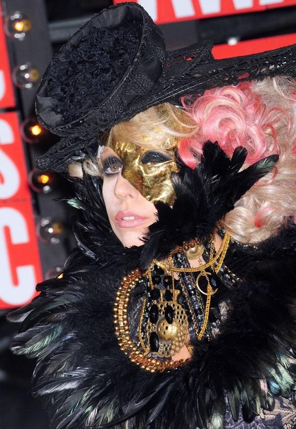 Lady Gaga's feathered neck brace by Keko Hainswheeler