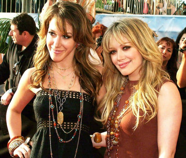 Hilary Duff, posing with her older sister Haylie Katherine Duff, at the 2005 MTV Movie Awards held at The Shrine in Los Angeles, California, on April 6, 2005
