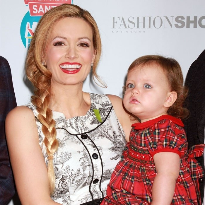 Holly Madison and her daughter Rainbow Aurora Rotella in November 2014