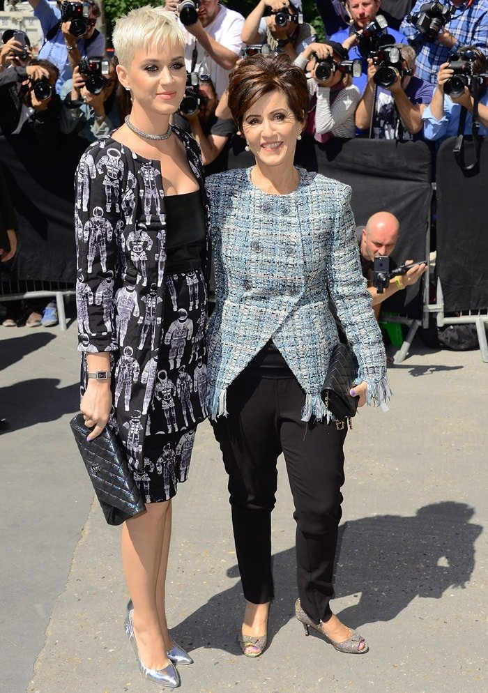 Katy during Paris Fashion Week in 2017 with her mother Mary Christine Hudson, whose maiden name is Perry