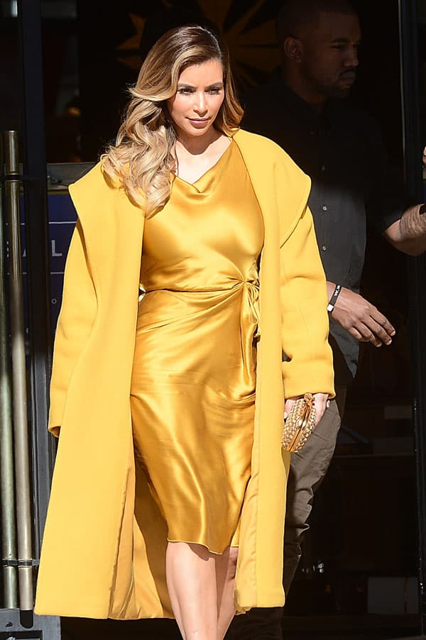 The new Kardashian mother polished her look off with a gorgeous gold knot clutch from Bottega Venetta