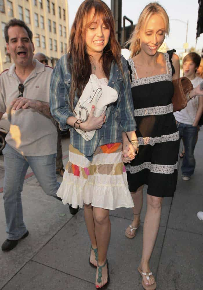 Miley Cyrus and Tish Cyrus leaving the Cheesecake Factory where they had dinner in Pasadena, California on March 22, 2008