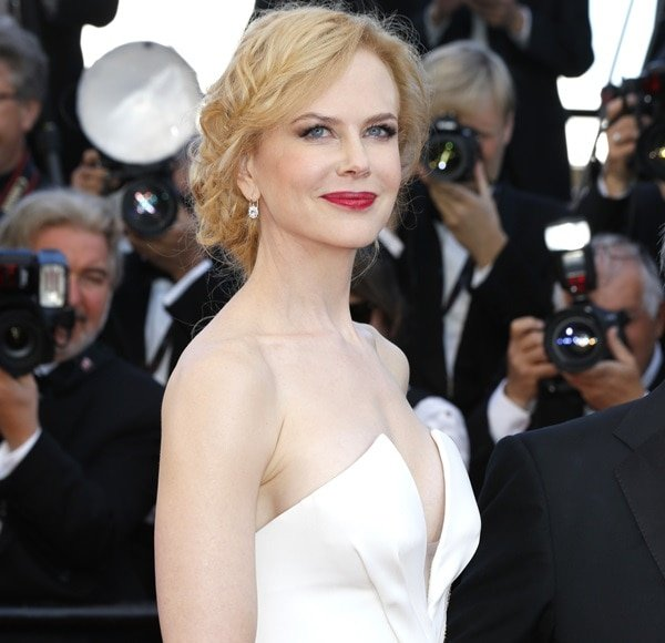 Nicole Kidman revealed side boob in Cannes