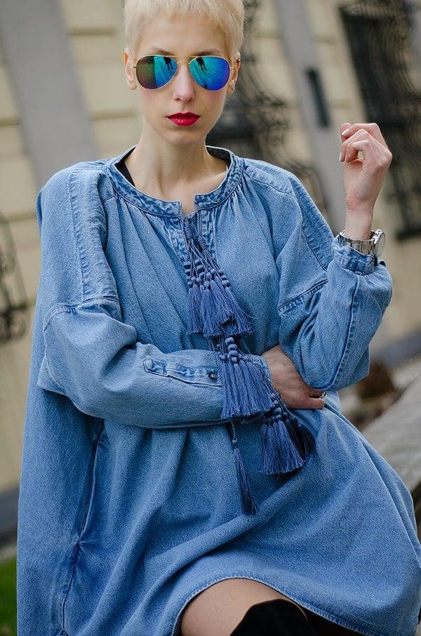 Borjana looks hot in a classic denim tunic dress