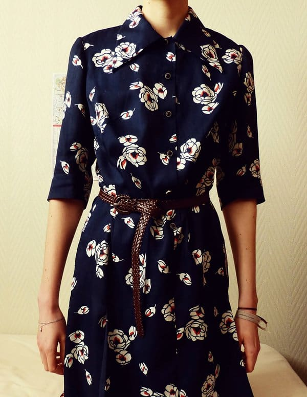Noe's dark blue shirtdress with floral prints