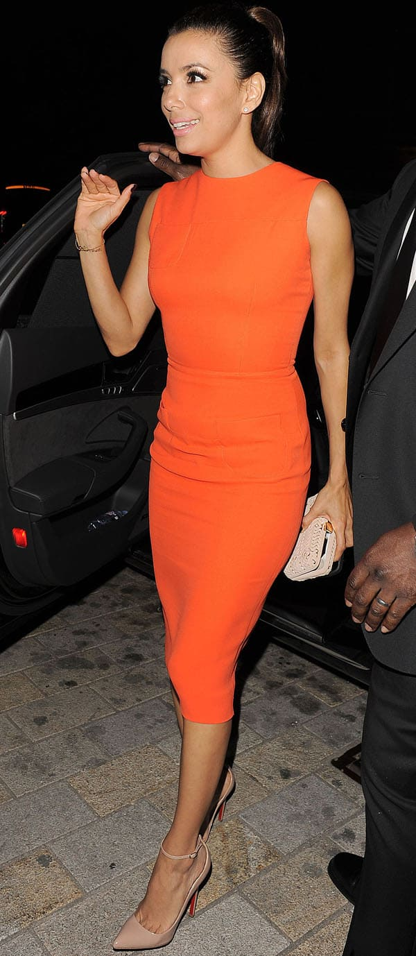 Eva Longoria wears a modern shift dress while arriving back at her hotel in London