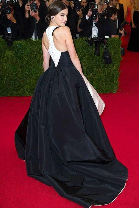 A racerback cut and inseam pockets made the formal ball gown appropriate for 17-year-old Hailee Steinfeld