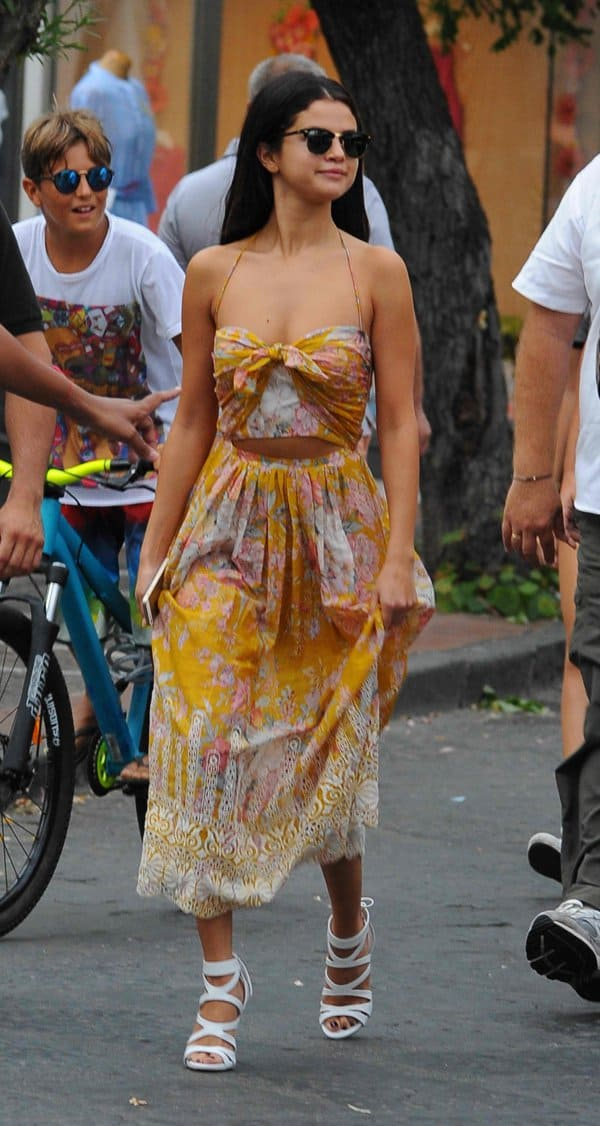 Selena Gomez's lightweight cotton dress is printed with pretty blooms and accented with white embroidery