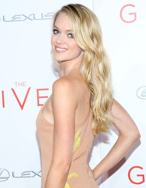 Lindsay Ellingson decided to skip the accessories and simply paired the nude frock with tan-colored gladiator sandals and sexy, wavy hair