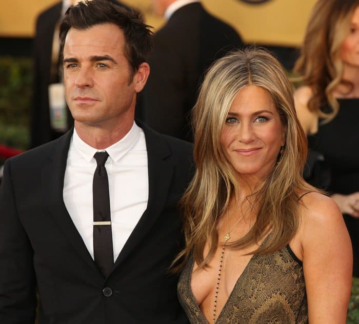 Justin Theroux is begging Jennifer Aniston to stop drinking alcohol