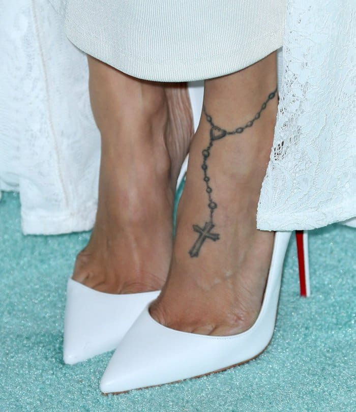 Nicole Richie Wedding Gown: Celebrity Style: 6 Chic Ways To Wear A White Cape Dress