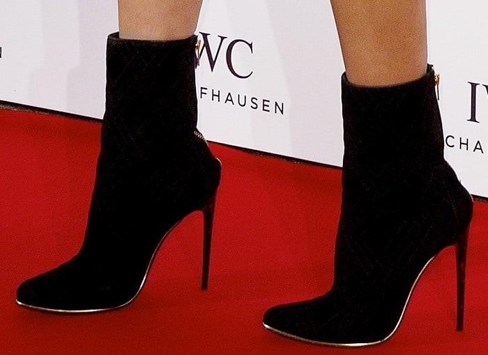 Karolina Kurkova styled her dress with black booties