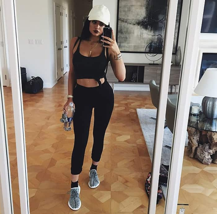 Showing off her tight abs, Kylie takes a mirror selfie before she heads out for lunch