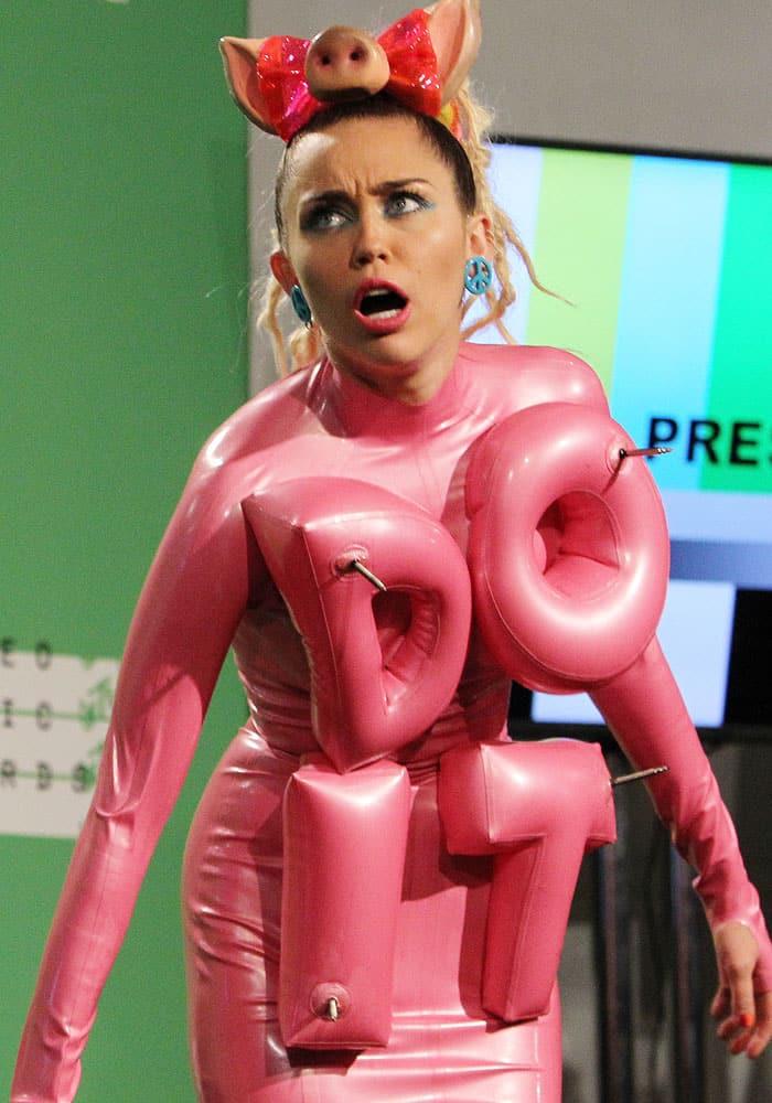 Miley Cyrus Worst Dressed 2015 3