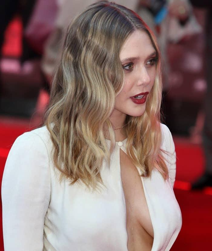 Braless Elizabeth Olsen Flaunts Sideboob in Alexander McQueen