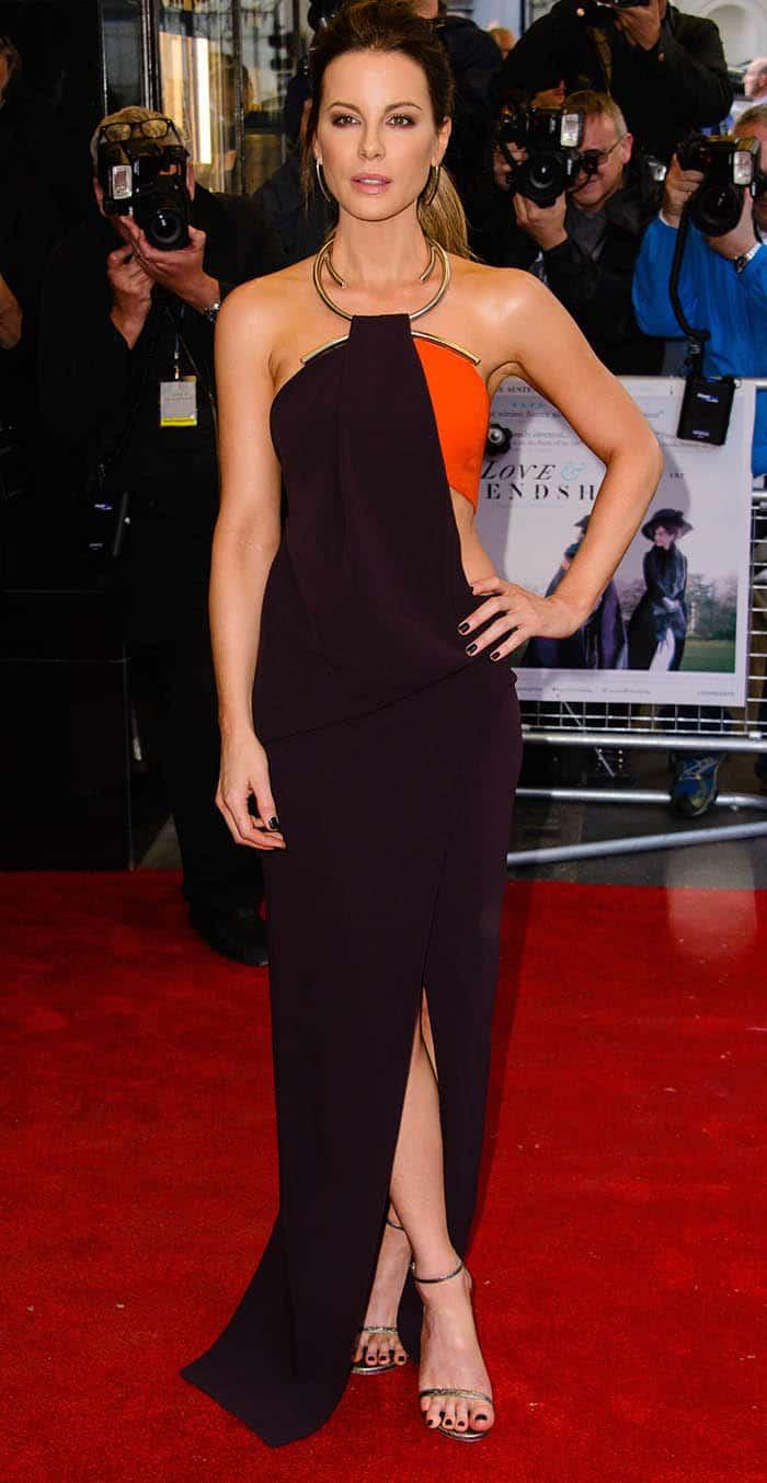 Kate Beckinsale'swaist-showing Thierry Mugler Fall 2016 dress featuring a metal neckline