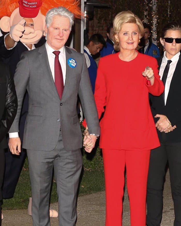 Katy Perry went a little political with pal Michael Kives and did a stunning impression of Hillary and Bill Clinton