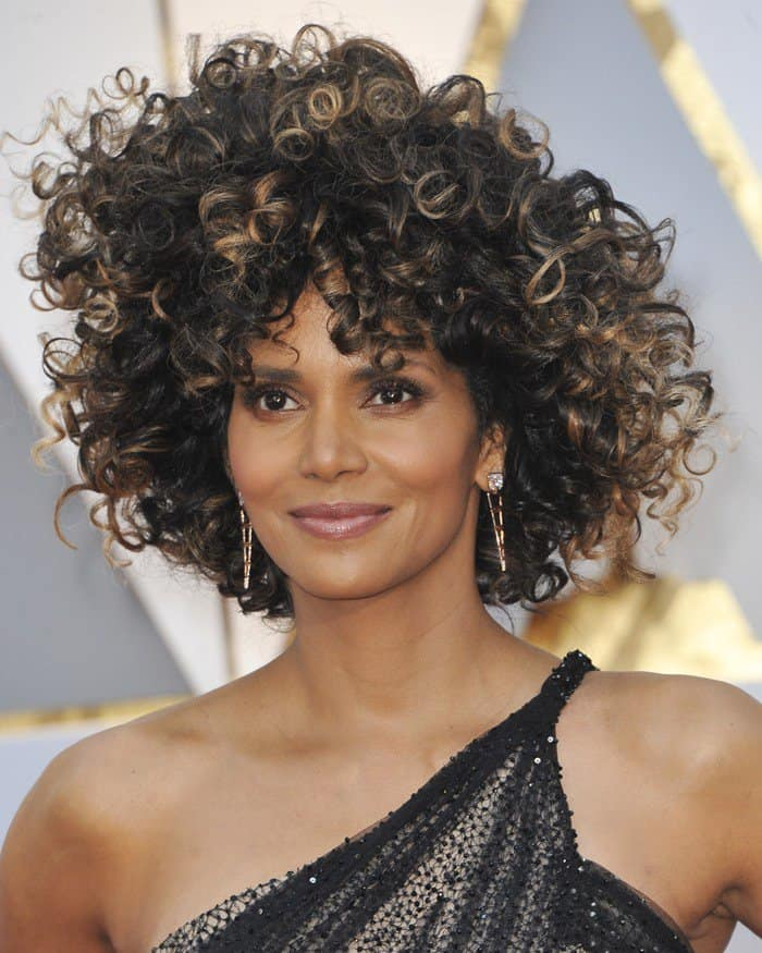 Halle Berry Debuts Wild Curls in Atelier Versace at Oscars