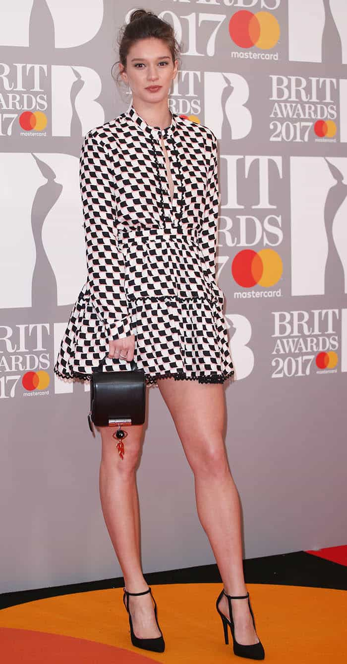 Renee Stewart wears a checkered dress at the Brit Awards 2017