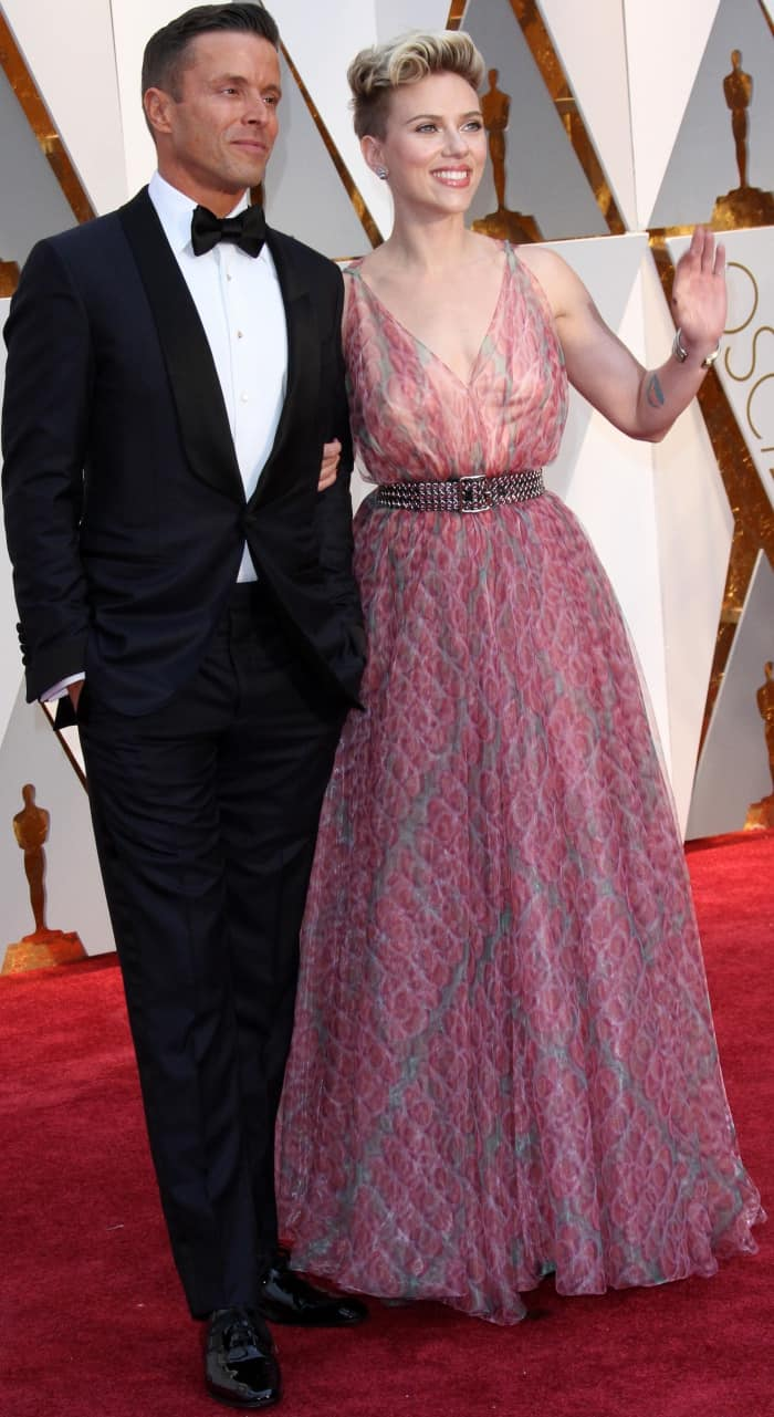 Scarlett Johansson with agent Joe Machota at the 2017 Oscars