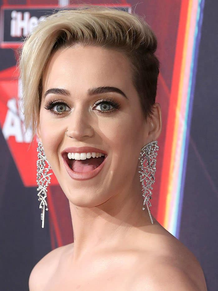 Katy Perry'sMiley Cyrus–inspired buzz cut
