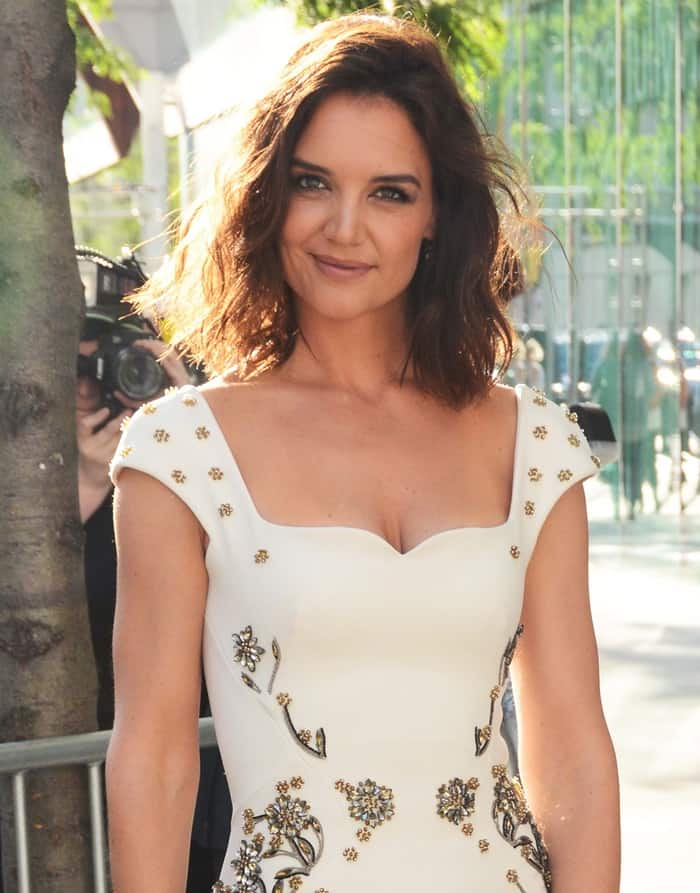 Crystals and gold beads in floral patterns decorate the bodice of the Zac Posen Resort 2018 dress worn by Katie Holmes