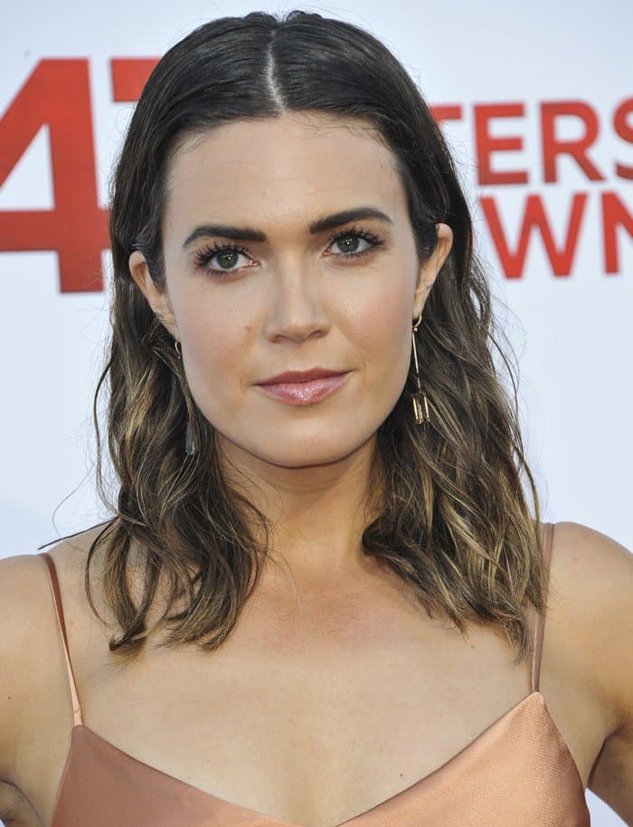 Mandy Moore's fierce brows were the main highlight of her makeup