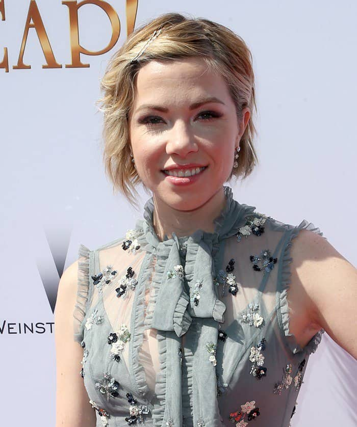 Carly Rae Jepsen's easy-breezy bob hairstyle was finished with a few sparkling hair pins