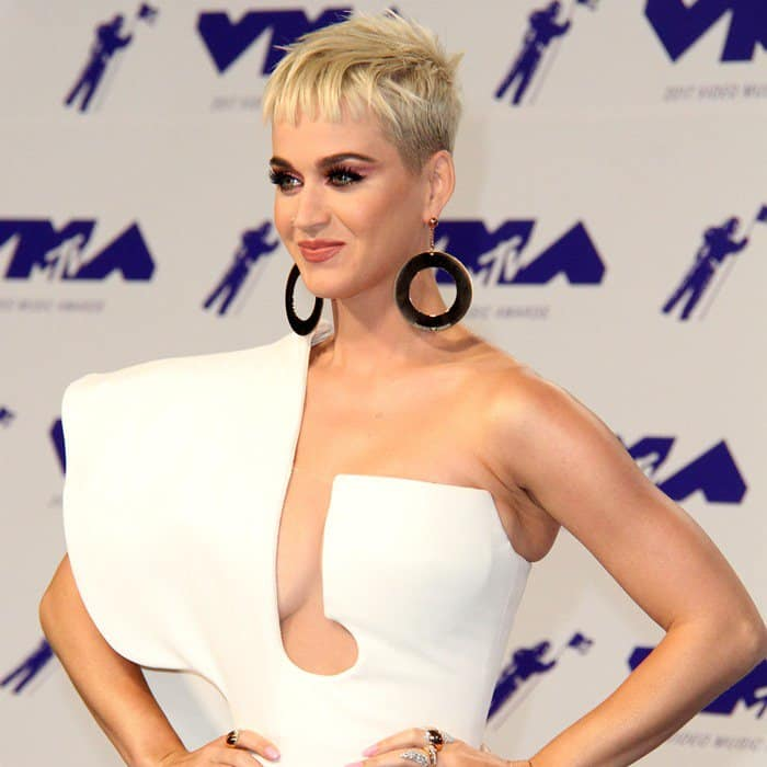 Katy Perry arrived for her big hosting gig at the 2017 MTV Video Music Awards on Sunday wearing a sculptural one-shoulder Stéphane Rolland couture gown